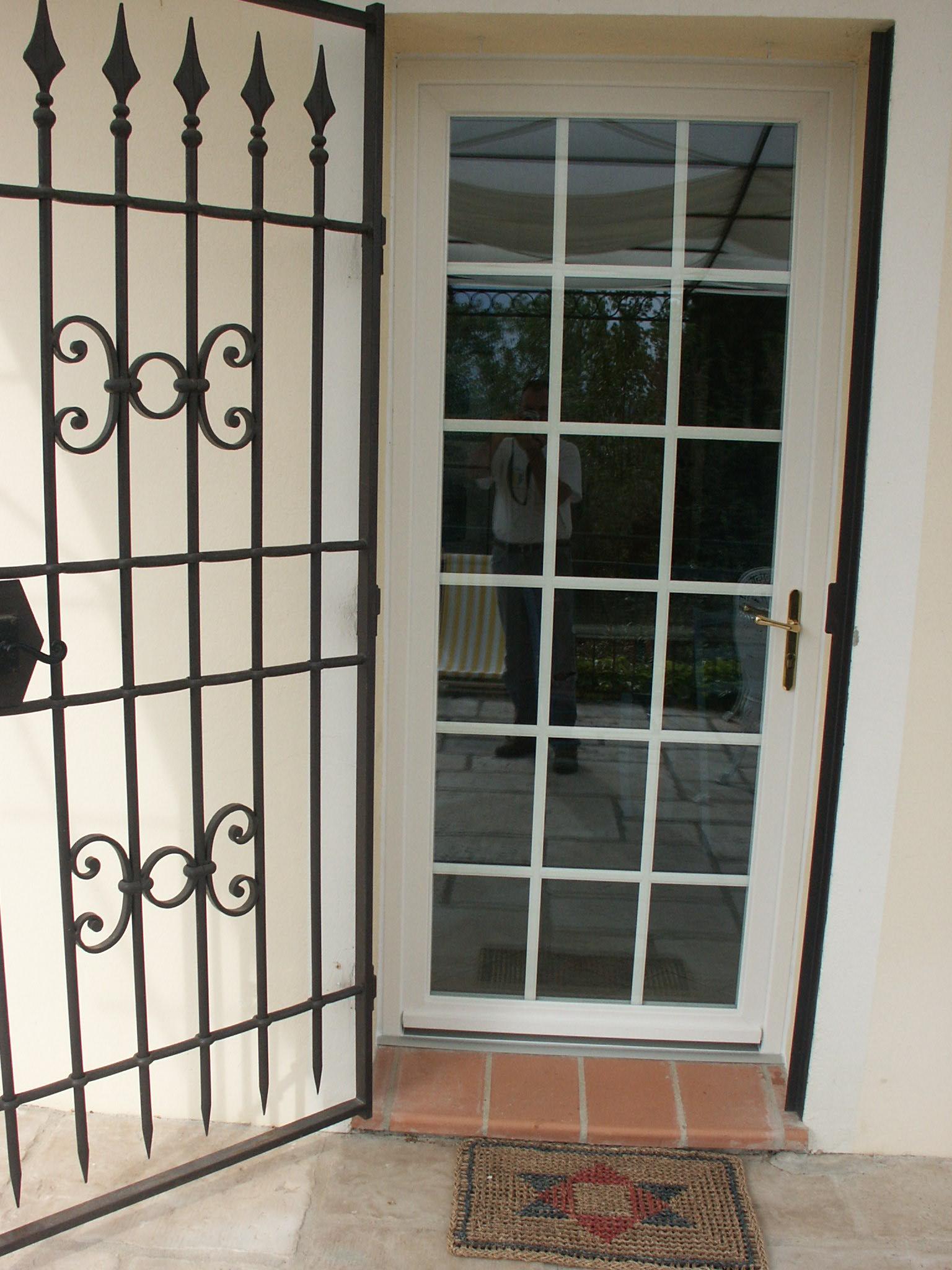 PVC avec « petits carreaux » et accéssoires spécifiques. | Optim'alu Nice - Fenêtres et portes ...